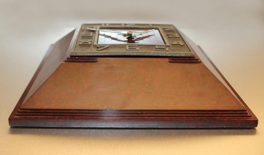 horloge bakelite dessous