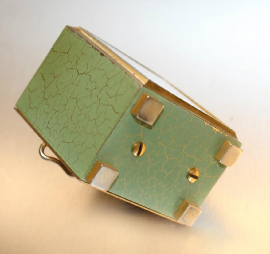cubic vert dessous
