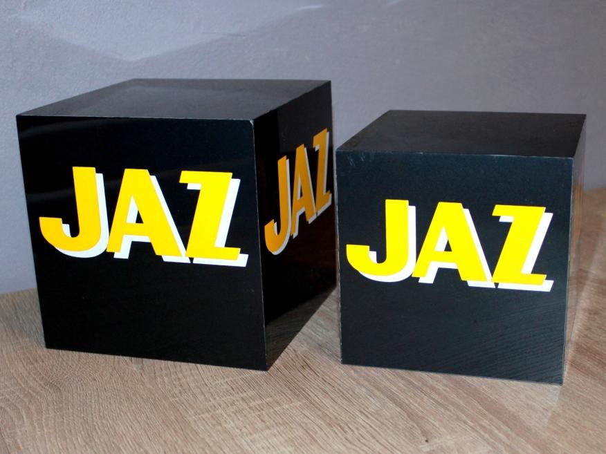 présentoirs cube (1)
