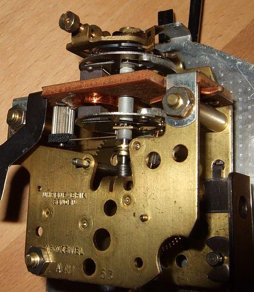Batterieuhrwerk_Firma_Senden_elektromechanisch