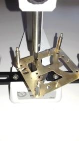 11 utilisation de la potence, on fini d'agrandir le trou avec un alésoir au diamètre à peine plus petit que le diam du bouchon