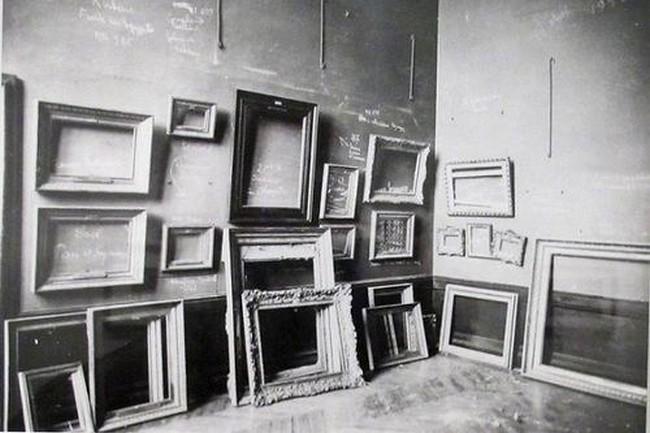 Laure Albin Guillot Le Louvre pendant la guerre 1939