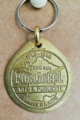 PORTE-CLES-METAL-1946-1966-20eme-ANNIVERSAIRE-DE