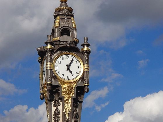 horloge-monumentale-place-vauboin-tassin-la-demi-lune