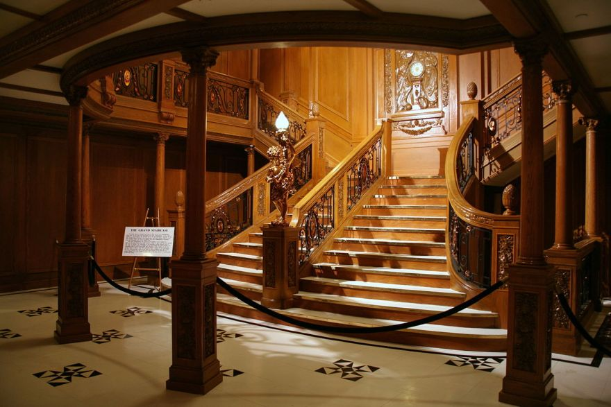 1280px-The_Grand_Staircase