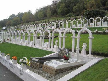 aberfan tombes