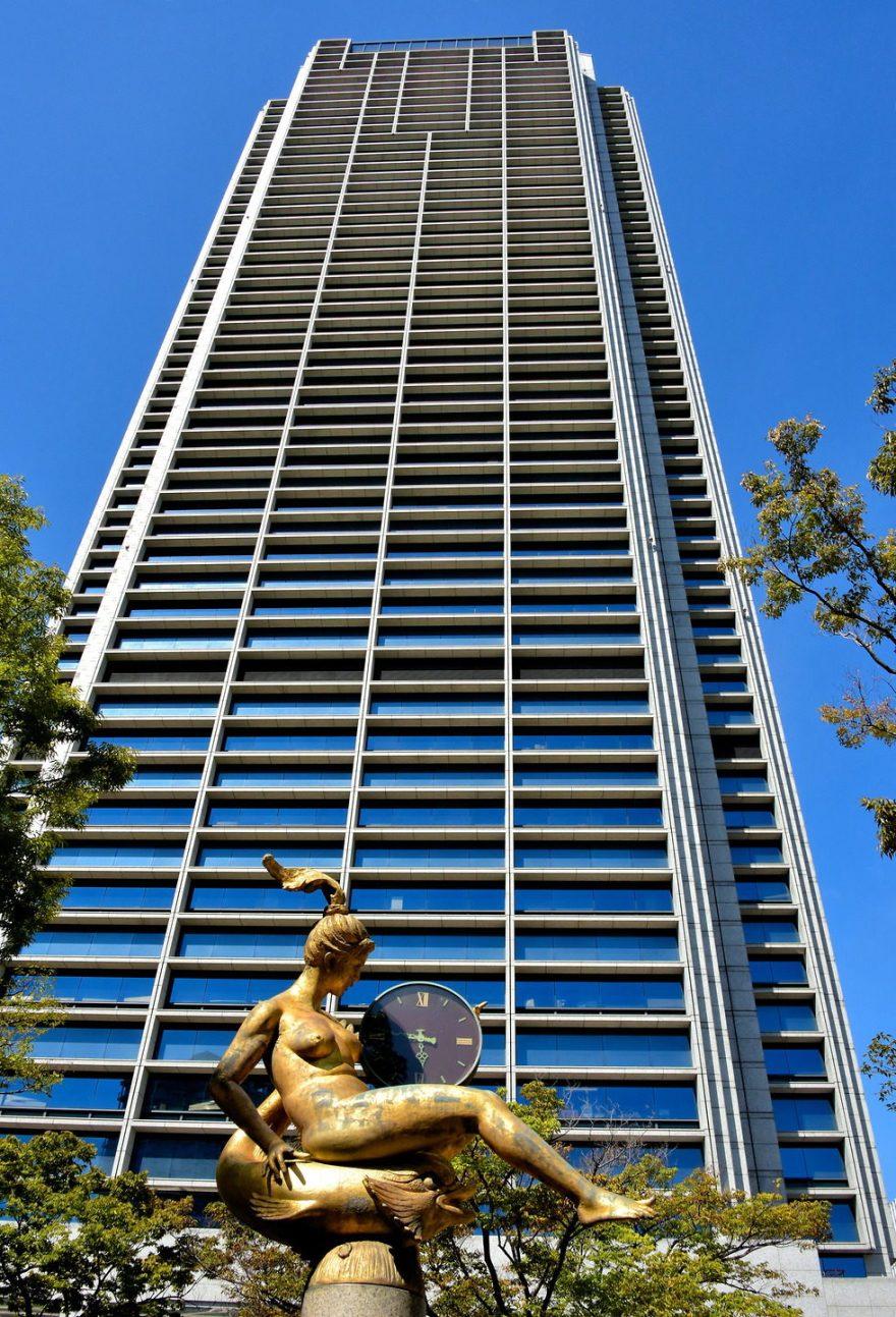 Japan-Kobe-Marina-Statue-City-Hall