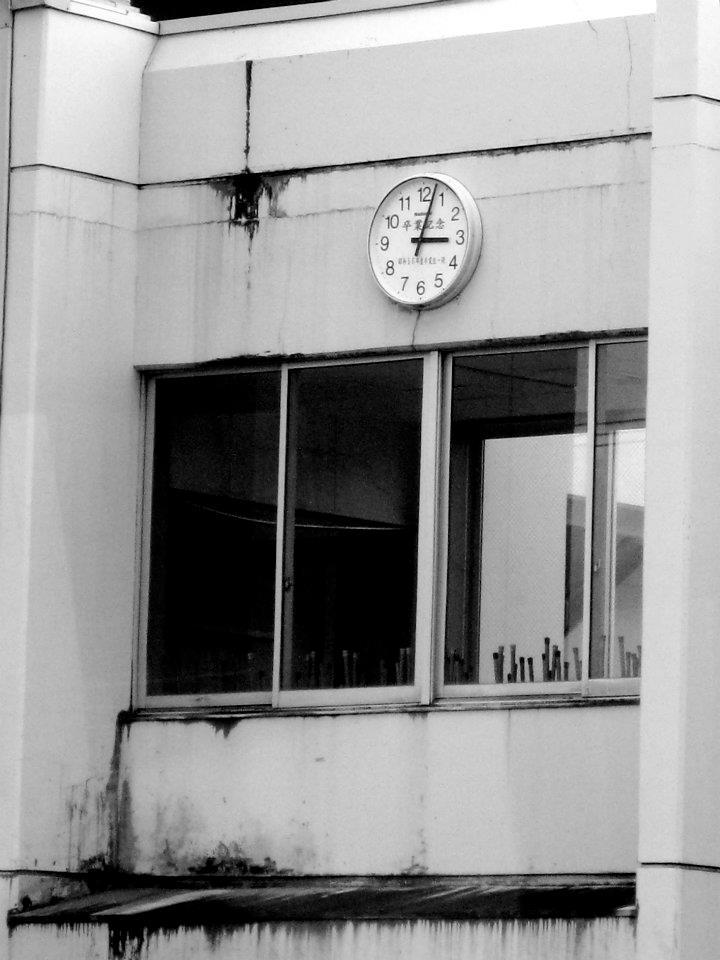 Rikuzentakata-Elementary-school-with-clock-stopped-at-the-moment-tsunami-hit