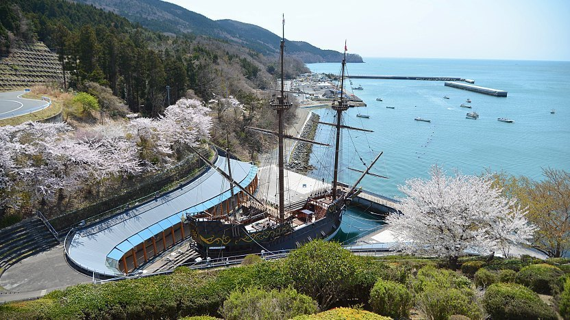 Vizcaíno, ayant perdu son navire, rentre du Japon le 28 octobre 1613 sur le galion japonais San Juan Bautista réplique